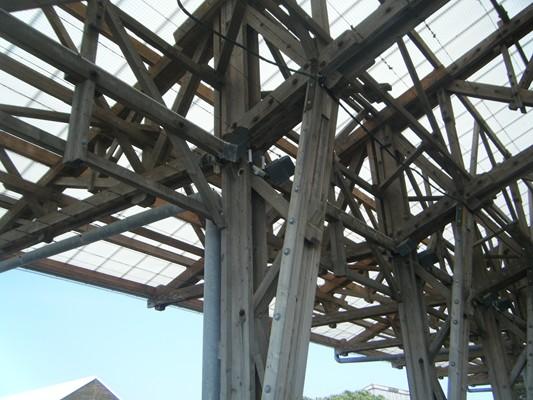 belle charpente d'une ancien hangar des chantiers maritimes