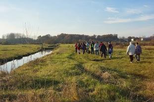 c'est un ancien chemin rural qui longe le canal.