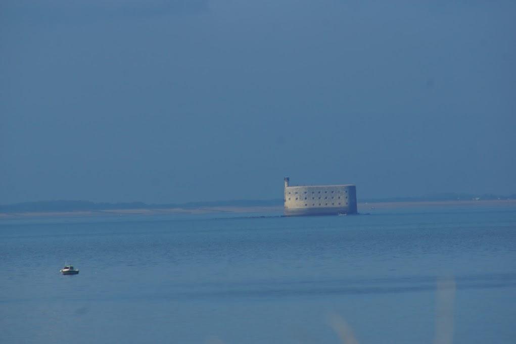 et en mer, le voisin, Fort Boyard